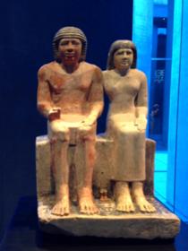 サブと彼の妻と家族の像