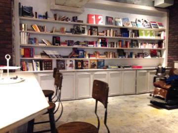 原宿の美容室 店内カフェコーナー
