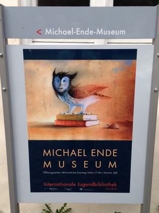 ミヒャエル・エンデ博物館の案内板