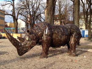 ドイツの公園のサイのオブジェ