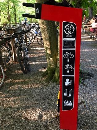 ドイツのビアガーデンにあるバイクステーション①